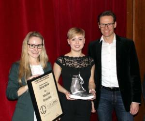 Lossprechungsfeier 2019 - Überreichung der Urkunde an Madita Brüning