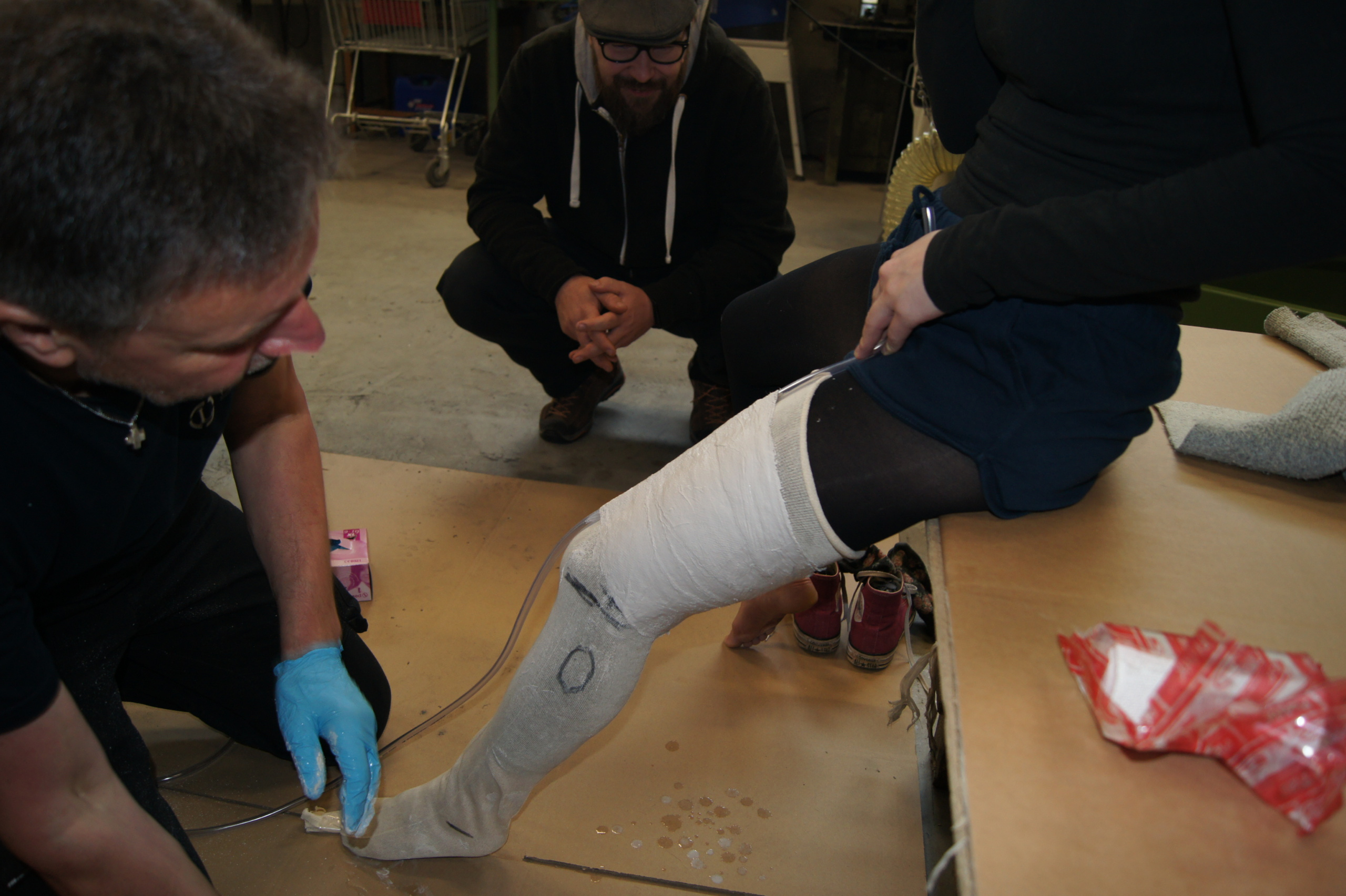 Inhouseworkshop - das Bein wird eingegipst