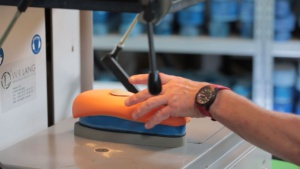 Produkte in der Anwendung - Anwendungsvideo Diabetesadaptierte Fußbettung aus EVA SPEZIAL SANDWICH TRIPLEX® M thumbnail