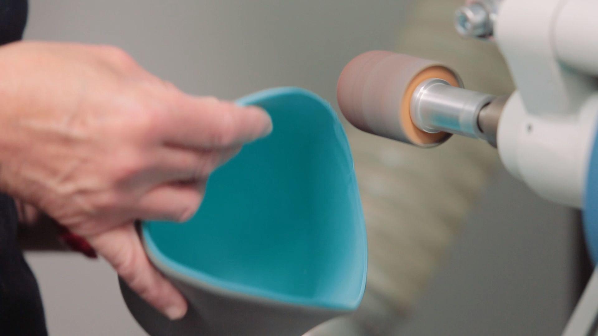 Anwendungsvideos - hier die Herstellung eines nahtlosen Softsocket aus EVA SPEZIAL SANDWICH® OT TWO